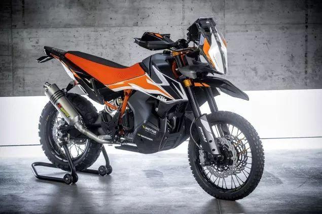 小牛出电摩,春风 轻骑 KTM 宝马 本田 贝纳利 摩托车的风景在米兰图片