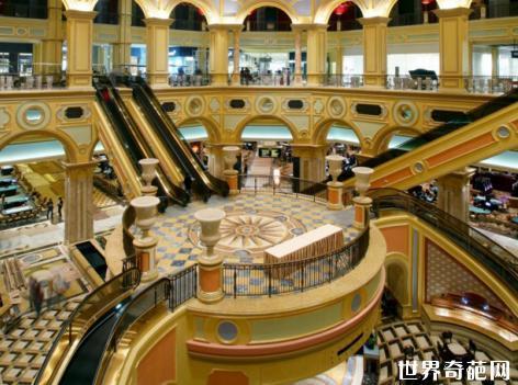 中国澳门威尼斯人酒店 澳门威尼斯人是一个豪华的赌场和度假胜地,彰显
