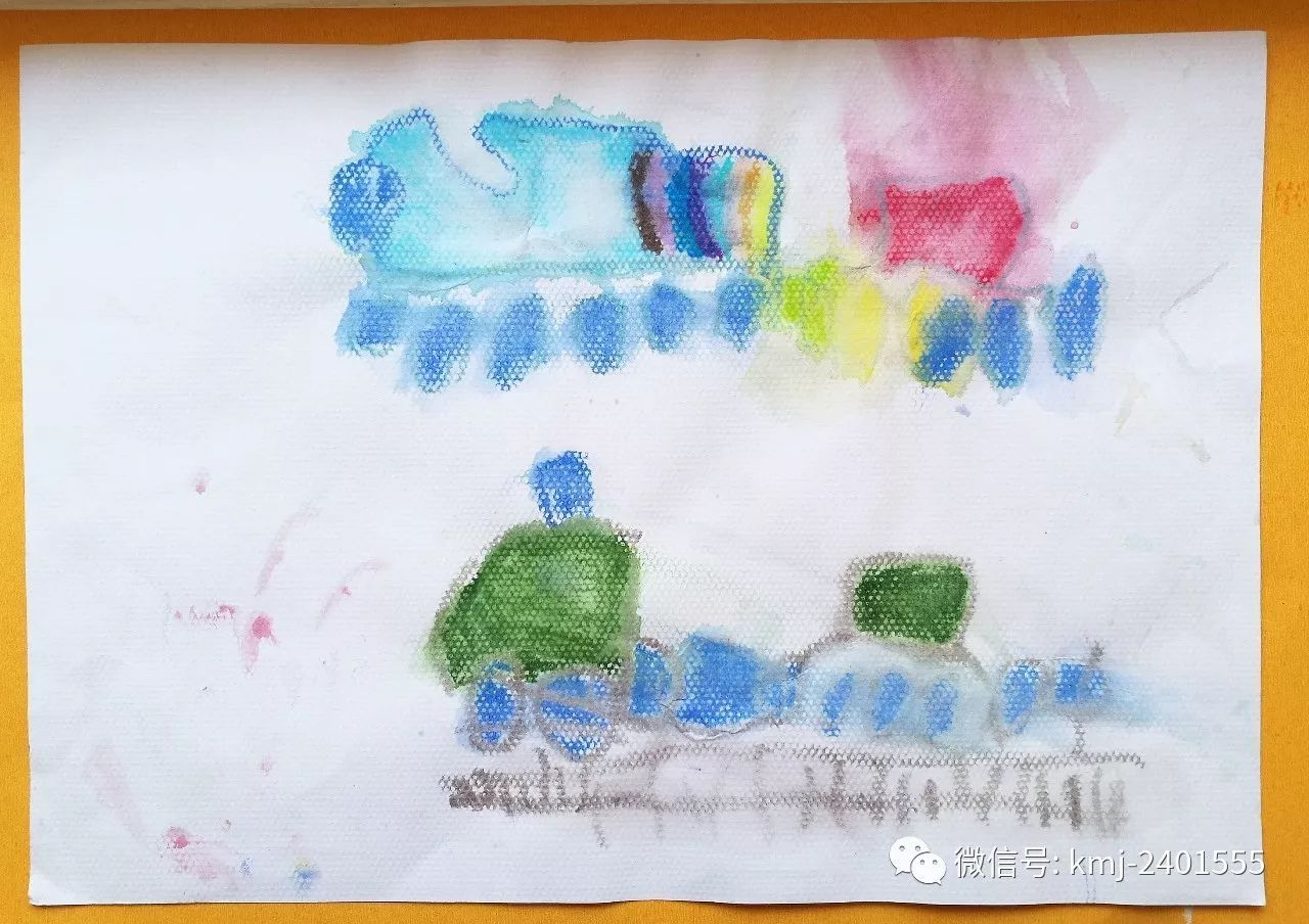 橙子老師用一段美輪美奐的\卡蒙加孩子們下雨天的航天公園遠足\視頻勾起了孩子們的思緒加上前期孩子們在航天公園寫生的前期經驗一起用毛筆繪制著航天公園的美麗風景.