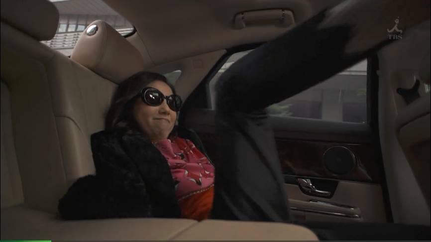 大姐大成功逼停了后面的一长串车流穿越清朝末年的电视剧图片