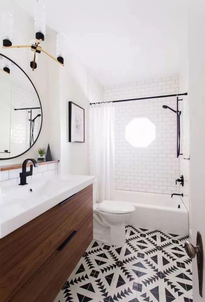 尽量选择大一些的镜子,大镜子的作用同色调一样,可以增大空间感.