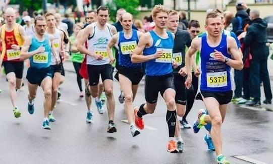 深蹲与慢跑,哪个比较伤膝盖?