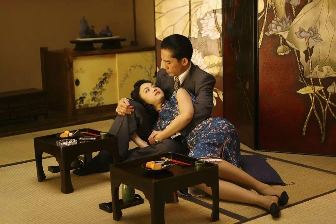 家庭伦伦电影_香港回归二十年经典电影大盘点:功夫,警匪,文艺,僵尸