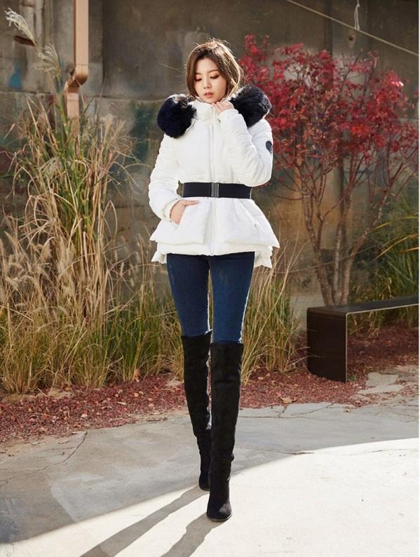 轻羽绒服搭配_冬季羽绒服穿搭也能很时尚!韩国最火的羽绒服搭配