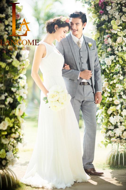 婚纱照怎么样拍出大拖尾婚纱的美感