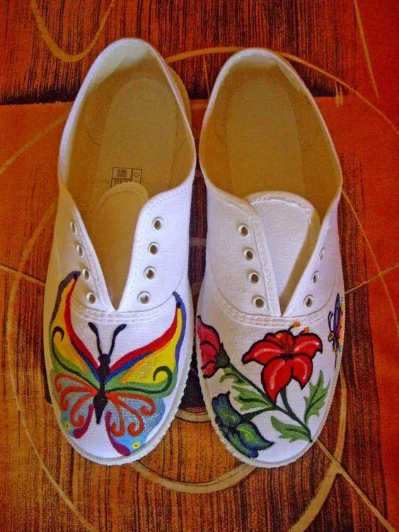 时尚 正文  小白鞋手绘diy 小白鞋总是容易脏,洗干净之后用马克笔或