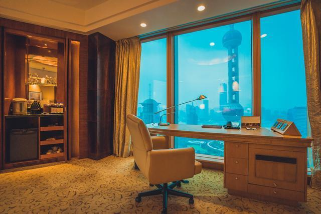 上海浦东的第一座高楼,如今它依然昂然挺立