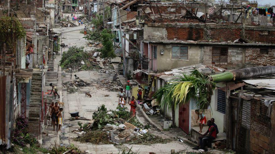 """岛国被称为""""黑人治国典范"""":30年发展毁于飓风,物价高10倍"""