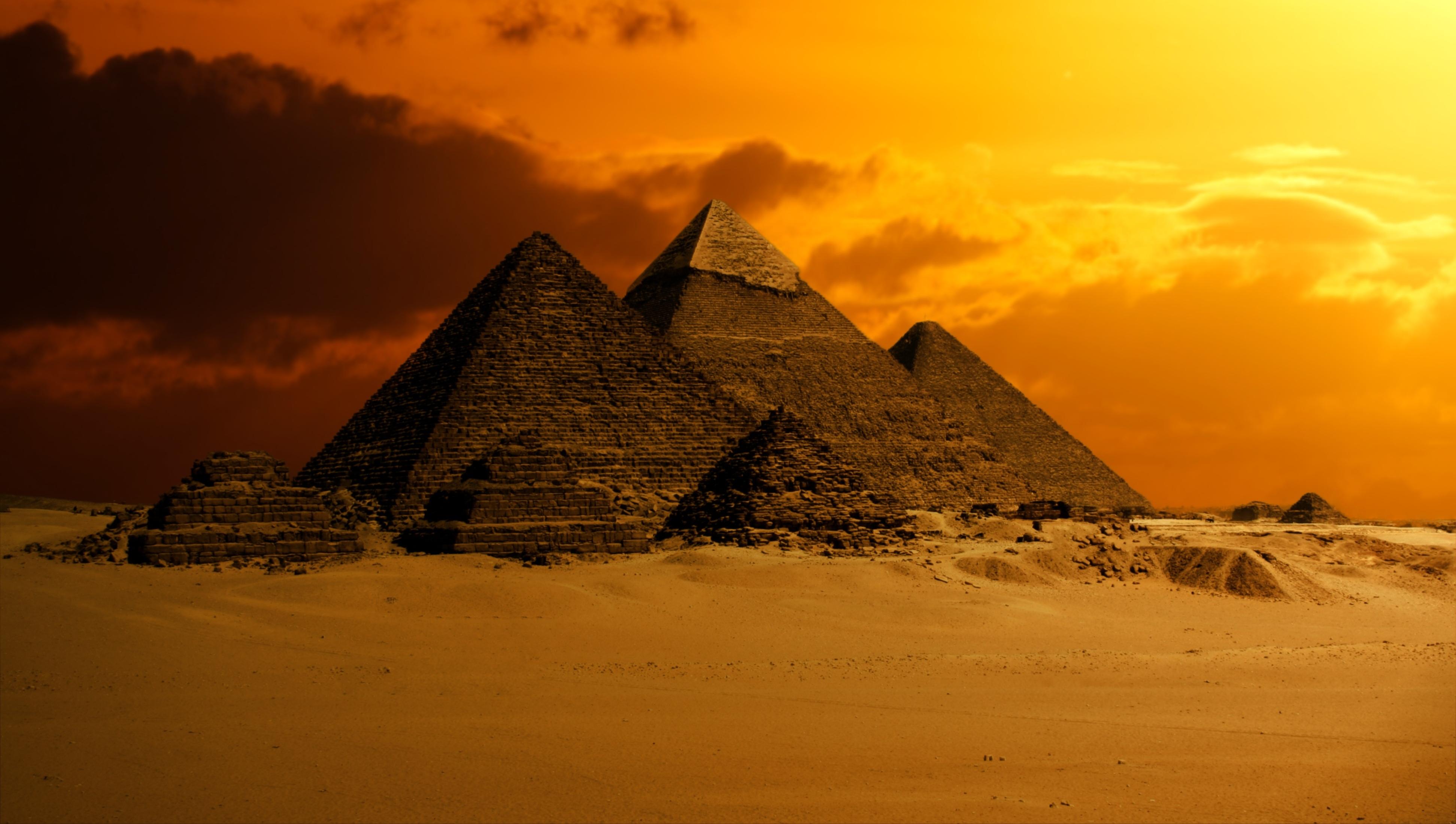 我们都知道,金字塔地处沙漠,这些石头是从哪里来的?怎么运来的?