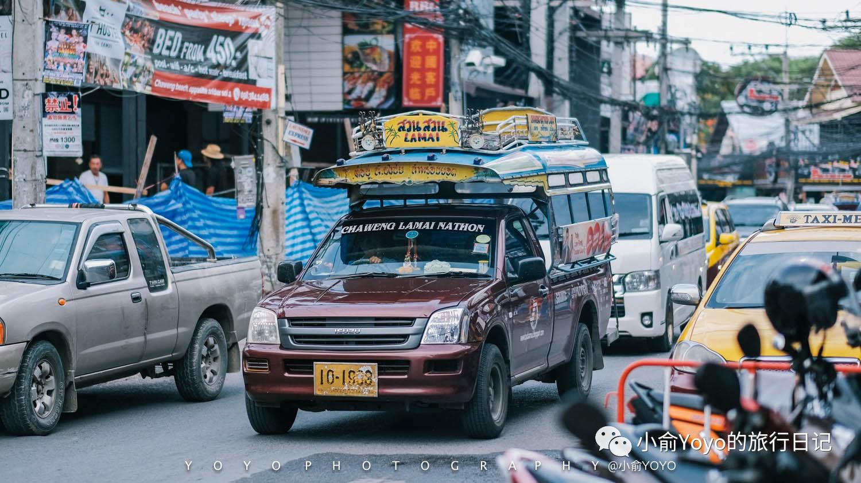 繁忙市区的街道,苏梅岛的交通可以坐双条车,taxi,或者tutu哦~交通还是