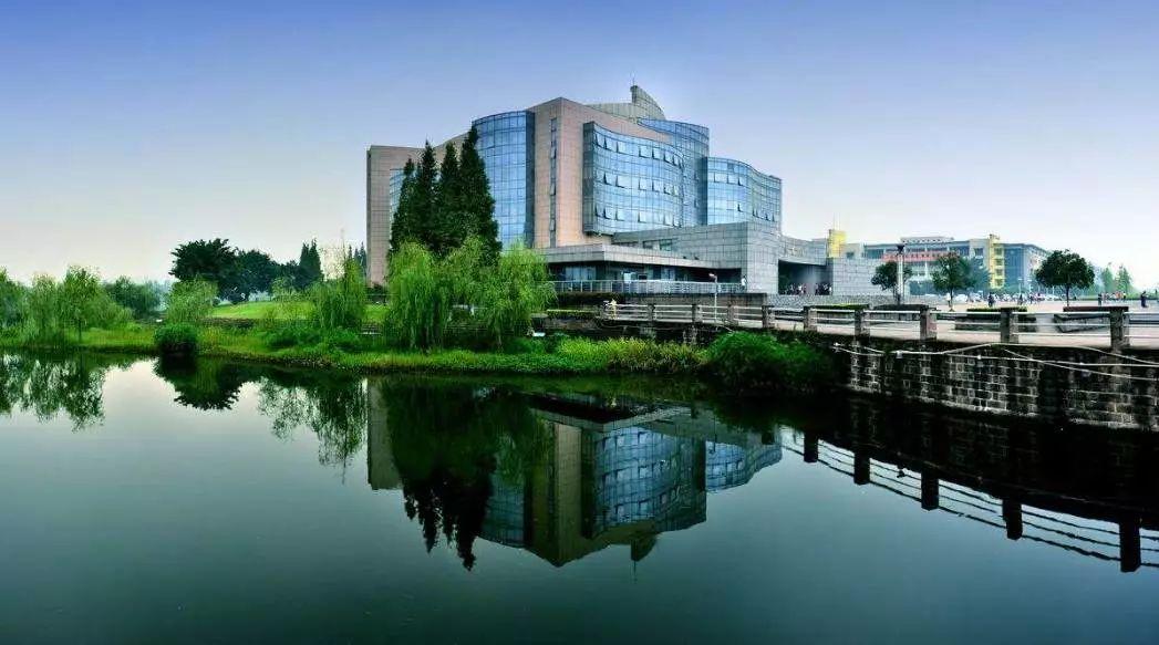 四川大学江安校区图书馆,是我国西南地区藏书规模最大的大学图书馆,在