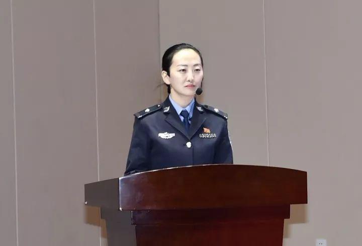杨小莉广州广辉小学老师_文化 正文  评委点评 第一名 西宁监狱民警 杨小莉