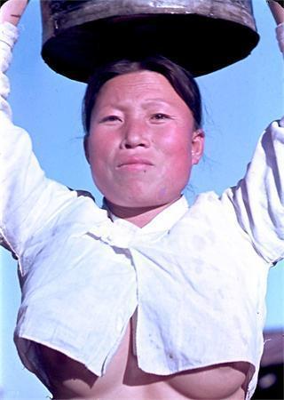 朝鲜露乳装到底是咋回事?包含着劳动人民艰辛?