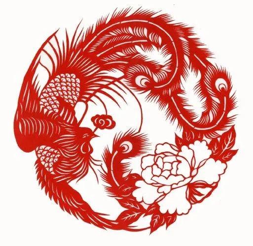 原标题:非遗国粹中国剪纸  剪纸,又叫刻纸,是一种镂空艺术,是中国汉族古老的民间艺术之一。其在视觉上给人以透空的感觉和艺术享受。剪纸的载体可以是纸张、金银箔、树皮、树叶、布、皮革等。2006年5月,剪纸艺术遗产经国务院批准列入第一批国家级非物质文化遗产名录。2009年,中国剪纸项目入选人类非物质文化遗产代表作名录。  剪纸在中国是历史悠久,并且流传很广的一种民间艺术形式。这种民俗艺术的产生和流传与中国的节日风俗有着密切关系,逢年过节,人们把美丽鲜艳的剪纸贴在雪白的墙上或明亮的玻璃窗上、门上、灯笼上等