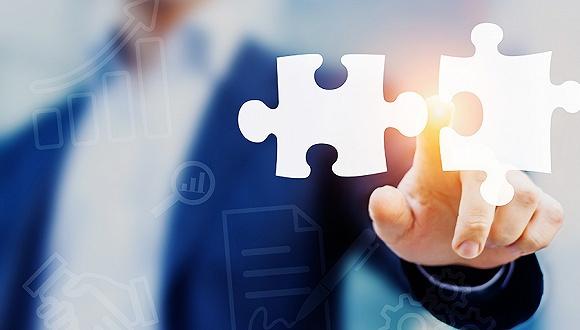 天山股份在公告中表示中建材承诺在三年内解决同业竞争问题
