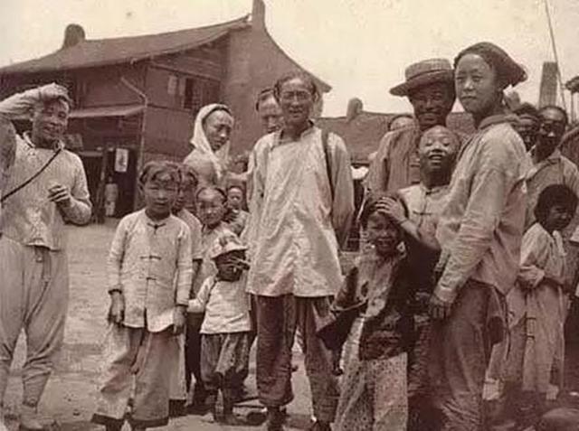 华人流落国外被黑帮欺负 中国一帮派来了他们求饶