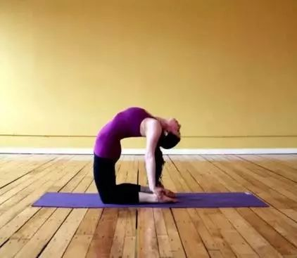 5个简单瑜伽动作帮你练出天鹅颈