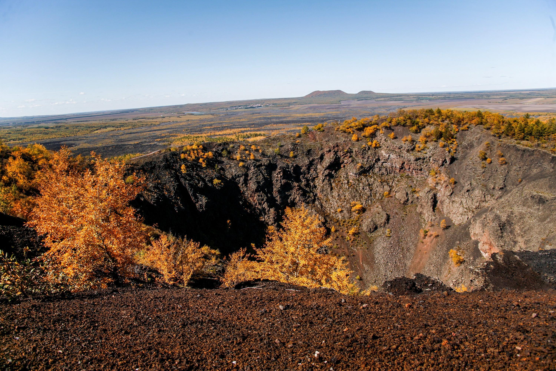 登高远眺 在火山口俯瞰秋色