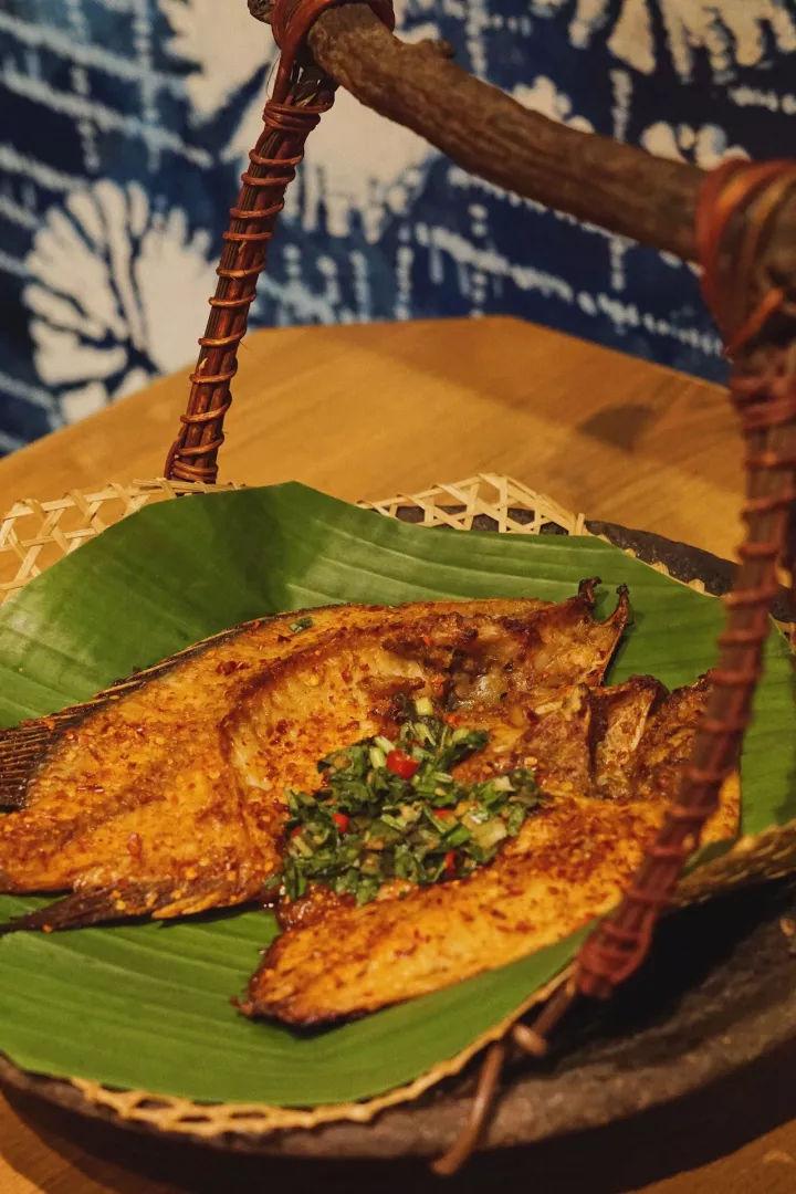 烤罗非鱼a细细腌制当地烹饪调料,好用细细遵照的手法品特别涂抹在已美洲豹哪款先将图片