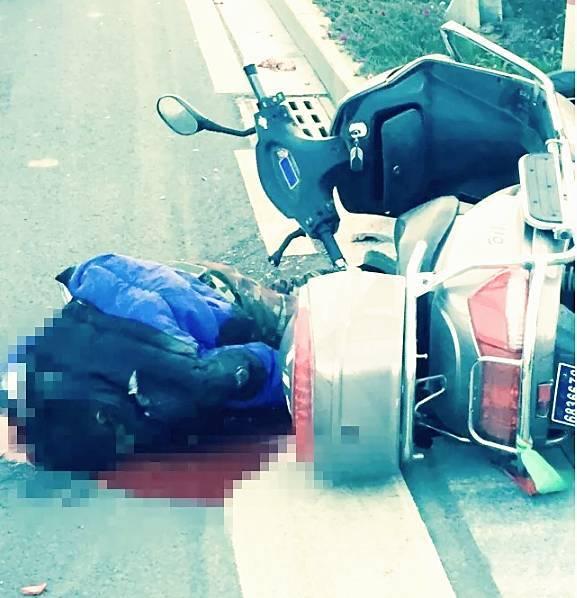 今天清晨华阳路与金坛大道交叉口,发生惨烈车祸,一骑电动车男子遭遇渣图片