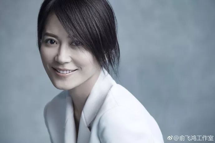 时尚 正文  尽管现在的俞飞鸿已经46岁,但这种美丽而不自知的淡然心态图片