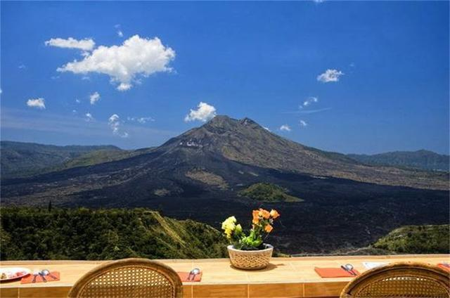 火山之国:全国活火山超150座,就算火山喷发山下人依然淡定收菜