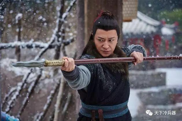 金庸小说中杨家枪的后人杨铁心,为杨康之父,杨过祖父