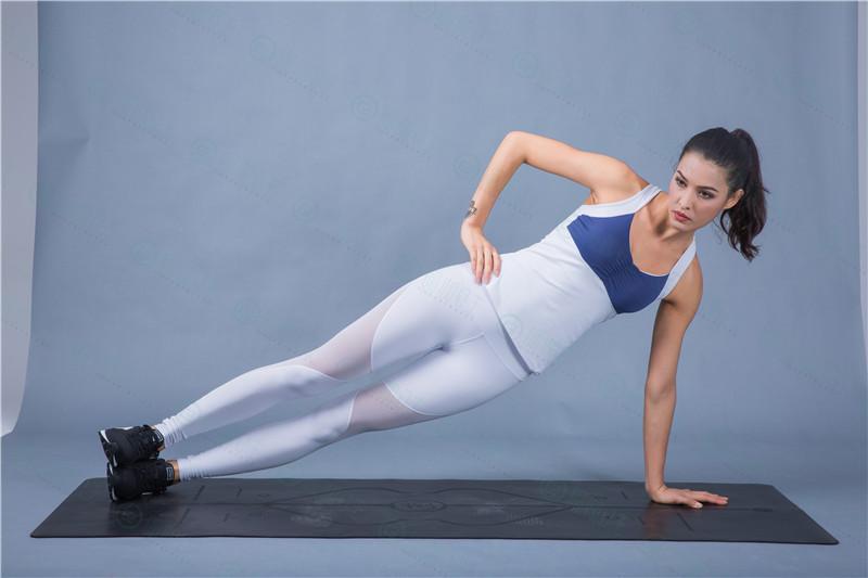 瑜伽公主: 练瑜伽要穿什么衣服之瑜伽运动服