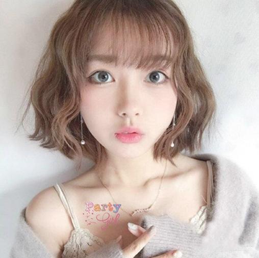 时尚 正文  今年秋冬,小波浪烫卷设计的短发烫发发型颇为流行,齐耳图片