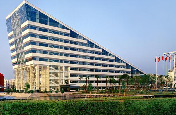 湖北襄阳东风汽车_比一比:自主品牌中哪家的总部大楼最气派?