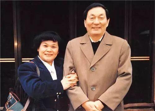 骗中骗:罗纳尔多和他的中国足球老母