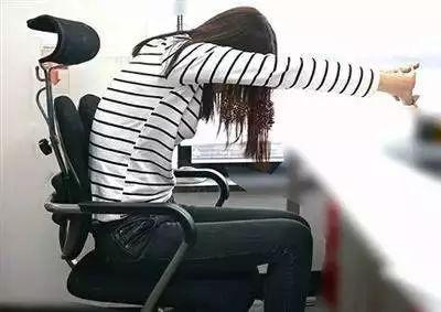 坐在椅子上的人, 频繁地高低调节和旋转,导致气压管过热爆炸.图片