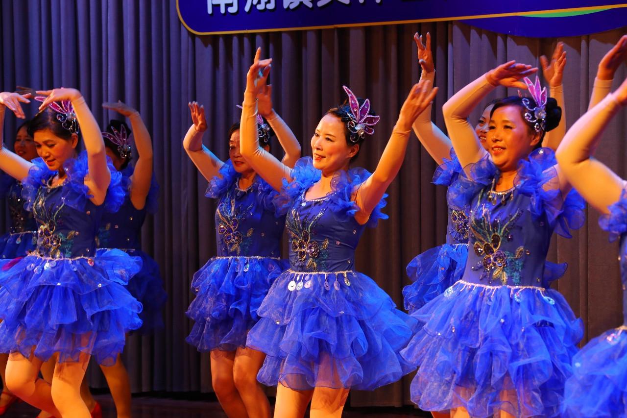 舞蹈《共圆中国梦》