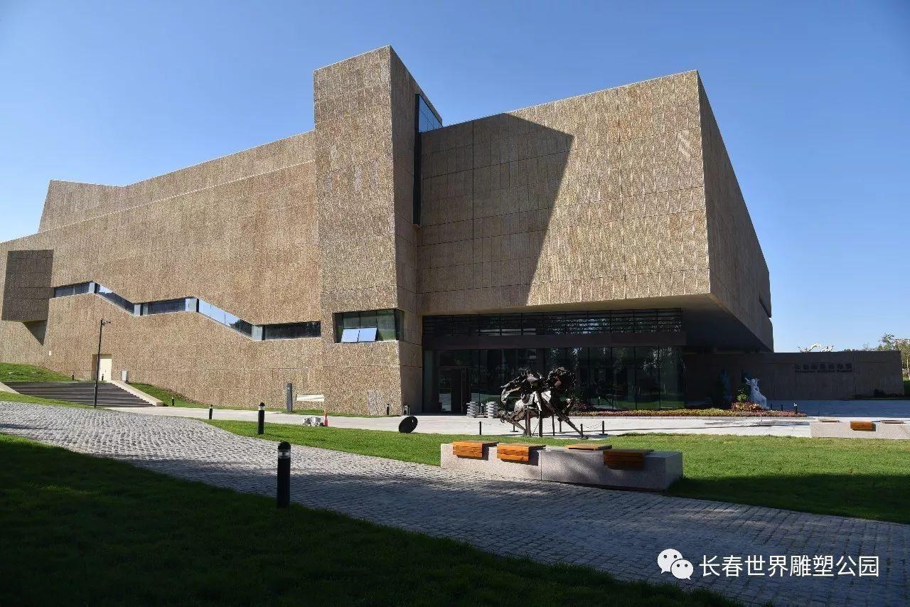 世界雕塑公园东南隅,由著名建筑学家,中国工程院院士程泰宁先生设计图片