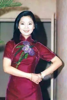 比起现代的旗袍设计,时尚度一点都不逊色.