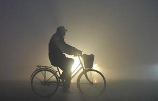 了解雾霾的危害和预防,负离子空气净化器有效保障家人健康!