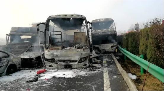 合淮阜高速发生多车连环追尾事故 医疗直升机加入救援