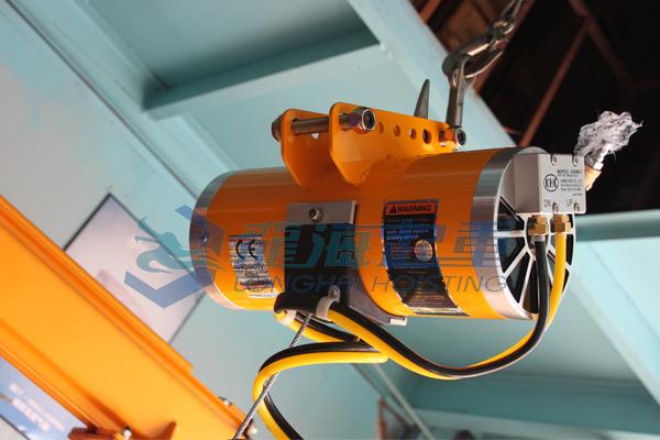 """社会 正文  韩国khc气动平衡器的""""漂浮""""特点: 一,是上下400mm的悬浮图片"""