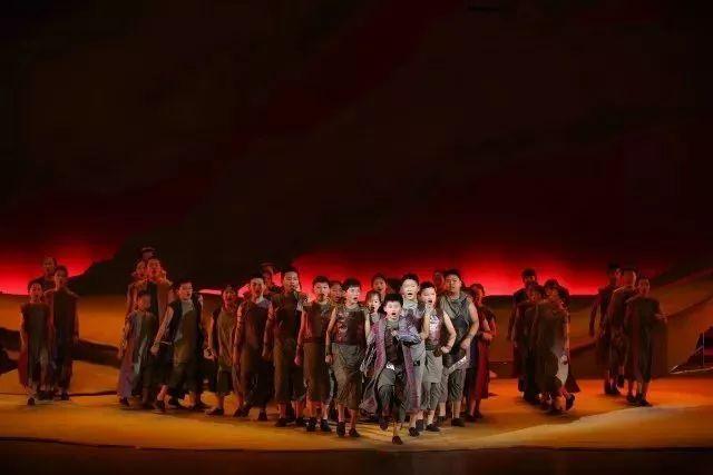 燃爆!这所学校的孩子用音乐剧庆祝25周年校庆,英国戏剧协会主席赶来编剧,《金粉世家》导演为它点赞 | 热点