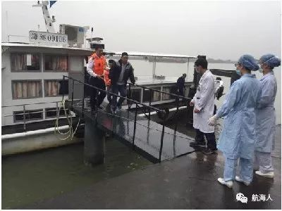 【更多】看点 | 迅速救援 海事人员成功转移一突发急病船员