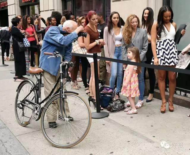 """哈佛退学,骑着自行车街头偷拍美女50年,这个世界却成为""""网球上最重要老头姑娘服图片"""