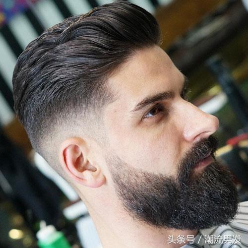 时尚 正文  在渐变的两侧,有几种不同的现代男士发型与渐变相结合.