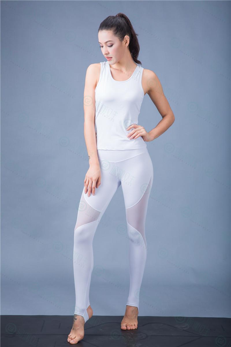 瑜伽公主:冬天练瑜伽适合穿什么衣服 不适合穿什么衣服