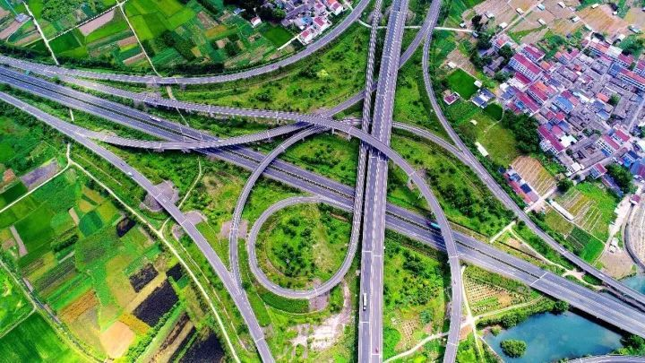 1公里,同步建设台金高速连接线4.2公里,项目总造价15.