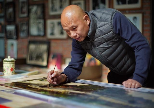 灵感来自二十年的收藏研究,他用拾取的光阴拍摄最具民国风情照片