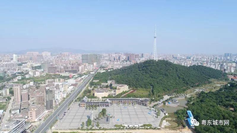 普宁市莲花公园囹�a_旅游 正文  粤东·普宁莲花山公园是普宁市区大型的郊野公园,也是普宁