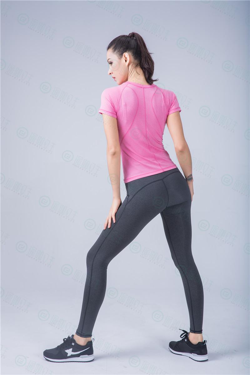 瑜伽公主:练瑜伽适合穿什么裤子