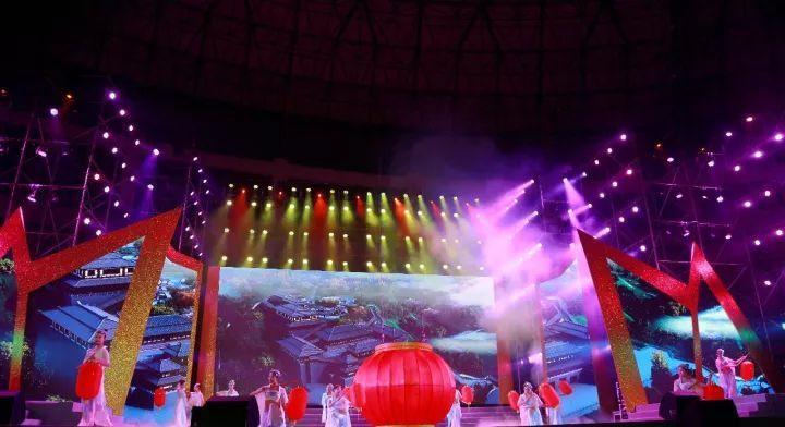 【高清组图】巫山红叶节开幕式晚会精彩图片大放送!带图片