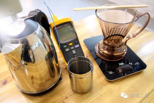 要煮咖啡首先你得有一个咖啡机或咖啡壶……
