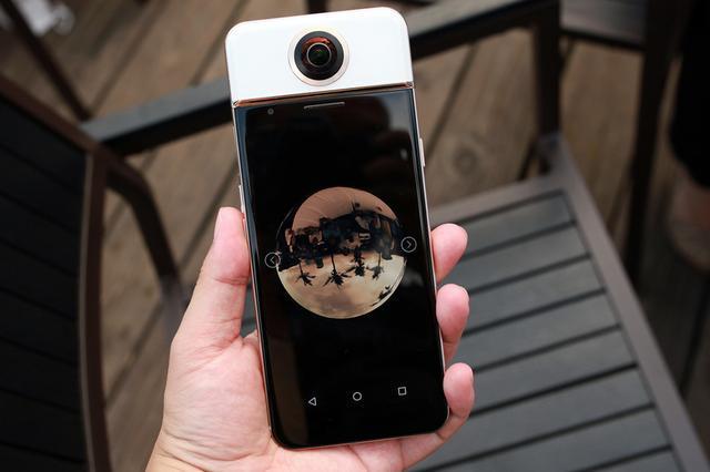 邓超孙俪微博用iPhone晒全景自拍,为何网友如此关心拍摄秘诀?